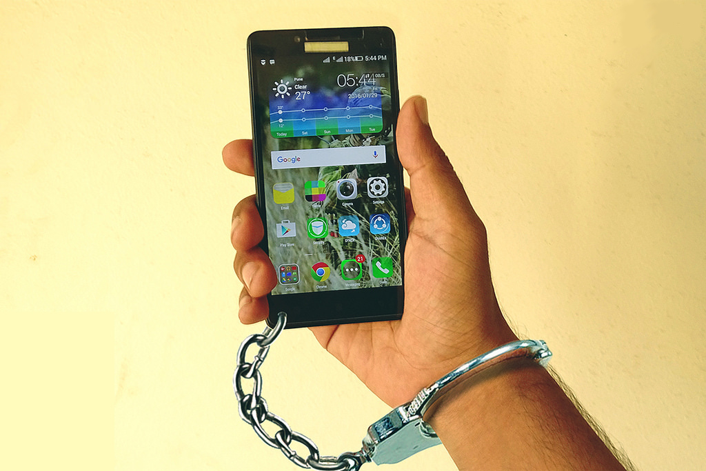 handcuff phone